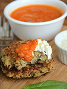 i know my husband wont eat think, but this one is for me! Parmesan Quinoa Pancakes with Whipped Feta Spread & Marinara Dipping Sauce - Mountain Mama Cooks Quinoa Pancakes, Quinoa Cake, I Love Food, Good Food, Yummy Food, Vegetarian Recipes, Cooking Recipes, Healthy Recipes, Recetas Light