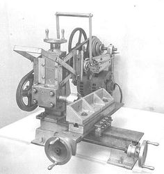 Book The Milling Machine by David Gingery Homemade Lathe, Homemade Tools, Milling Machine, Machine Tools, Metal Mill, Shaper Tools, Metal Workshop, Maker Shop, Lathe Projects