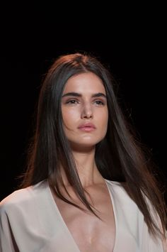 View all the photos of the beauty & make-up at the BCBG Max Azria spring / summer 2015 showing at New York fashion week. Beauty Makeup, Hair Makeup, Hair Beauty, Brunette Beauty, Hair Inspo, Hair Inspiration, Max Azria, Up Girl, Skin Treatments