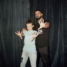 """Millie Bobby Brown on Drake: """"We text all the time"""". Millie Bobby Brown says she texts with Drake """"all the time. Bobby Brown Stranger Things, Cast Stranger Things, Stranger Things Netflix, Millie Bobby Brown, Stranger Things Brasil, Drake E, Bobbi Brown, Prince Charmant, Movies And Series"""