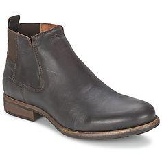 Las botas de hombre no pasan de moda. Plantillas en cuero y suelas en caucho que  convierten en un calzado muy agradable de llevar. Se integra perfectamente en tu dressing. #botashombre #zapatoshombre #goldmun