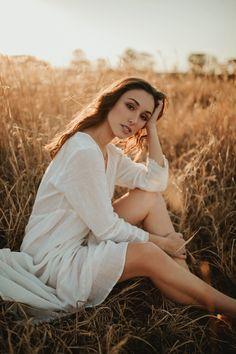 Outdoor Portrait Photography, Portrait Photography Poses, Photography Poses Women, Photography Tutorials, Outdoor Portraits, Fall Portraits, Woman Photography, Hipster Photography, Photography Contract