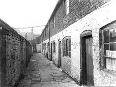 SEV/9/16 Black and white photograph of Court 3, Duke Street, St.Helens c.1930s
