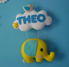 enfeite Elefante para porta Baby Elefante, Felt Banner, Baby Mobile, Felt Fabric, Felt Diy, Soft Pillows, Handicraft, Diy For Kids, Cute Art