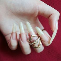 Summer is hot, you should learn the design of these 12 nails and be bold to use the color. Summer Acrylic Nails, Glitter Nail Art, Cute Acrylic Nails, Long Natural Nails, Girl Hand Pic, Strong Nails, Fire Nails, Healthy Nails, Nails Inspiration
