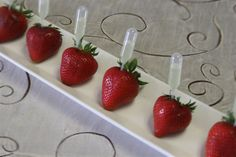 How good would a Champagne Injected Strawberry be at a party? The sky is the limit as to what you can inject strawberries with. Whether it be champagne, Grand Marnier, margarita, lemonade, or your favourite liqueur. Fun Drinks, Yummy Drinks, Alcoholic Drinks, Beverages, Yummy Food, Cocktails Vin, Tapas, Do It Yourself Wedding, Grand Marnier