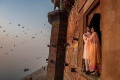 A bold idea for your photo shoot! Are not you afraid of heights? Photo by Saurabh Rungta Photography, Kolkata #weddingnet #wedding #india #indian indianwedding #groom #wear #groomwear #bridesmaids #prewedding #photoshoot #photoset #hindu #couple #goodness #sentimentalmood #heart #thebestmoments