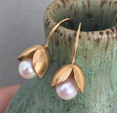 Bursting Pod Gold Earrings These delicately opening pods reveal an emerging freshwater pearl nestled within. The pods measure approx. with the french wires. They are made in yellow gold and feature. Real Gold Jewelry, Modern Jewelry, Pearl Jewelry, Body Jewelry, Bridal Jewelry, Jewelery, Fine Jewelry, Pearl Necklaces, Copper Jewelry