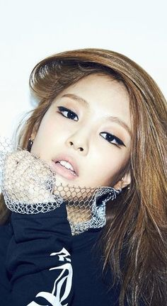 Jennie Eyeliner + Makeup
