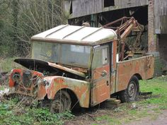 Land Rover Serie 1, Land Rover Car, Land Rover Defender, Land Rovers, Abandoned Cars, Abandoned Places, Abandoned Vehicles, Towing Vehicle, American Pickers