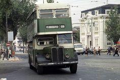 Plataforma (chassis) dos anos1940; carroçariade 196..., Cais do Sodré, 1980.  Wood's Library , n.º 1441,3 de Outubro de 1980. Places In Portugal, Double Decker Bus, Bus Coach, In Vino Veritas, Cool Art, Fun Art, Old City, Public Transport, Historical Photos