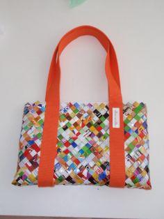 Tas gemaakt van chipszakken, zie de site: www.alles-vanellis.blogspot.com