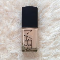 Nars Sheer Glow Foundation - Deauville