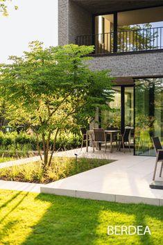 Modern Backyard, Modern Landscaping, Outdoor Landscaping, Back Gardens, Outdoor Gardens, Italian Garden, Contemporary Landscape, Contemporary Garden Design, Garden Landscape Design