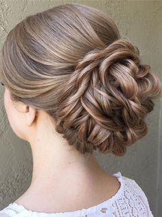 Beautiful updo wedding hairstyle inspiration #updohairstyle #hairstyle #weddinghair #hairideas