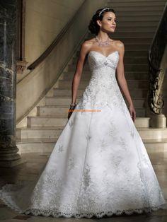 Robe de mariée col coeur satin appliqué dentelle