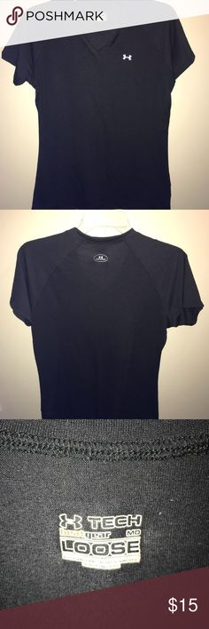 Under Armour Workout Top Comfortable black Under Armour workout top. Worn maybe a handful of times. Lost some weight so it's time to clean out the closet.   Smoke free home ☑️  Pet home (cat + dog), but will try my best to eliminate any and all hairs before shipping! Under Armour Tops Tees - Short Sleeve