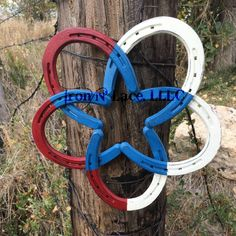small red, white and blue star horseshoe wreath Horseshoe Wreath, White Cottage, Metal Projects, Metal Flowers, Flower Fashion, Pick One, How To Better Yourself, Beautiful Hands, Crafts To Make