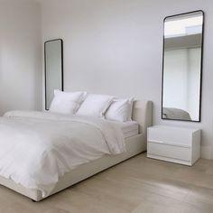 Room Ideas Bedroom, Home Decor Bedroom, Serene Bedroom, Minimalist Room, Minimalist Home Interior, Aesthetic Room Decor, My New Room, Room Inspiration, Decoration