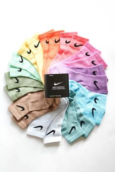 Nike Ankle Socks Dyed Hand Made Colors Available : Brown - Purple - Pink - Orange - Yellow - Blue - Emeraude - Green - Forest green - Light blue -. Cute Lazy Outfits, Sporty Outfits, Trendy Outfits, Cute Nike Outfits, White Converse Outfits, Swag Outfits, Trendy Shoes, Casual Shoes, Mode Old School