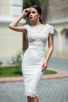 civil wedding dresses With knee length wedding dresses you will look just like youve descended from heaven. Knee length dresses have become much popular. Wedding Dress Trumpet, Civil Wedding Dresses, Wedding Gowns, Lace Wedding, Elegant Wedding, White Short Wedding Dresses, Trendy Wedding, Civil Ceremony Wedding Dress, Wedding Simple