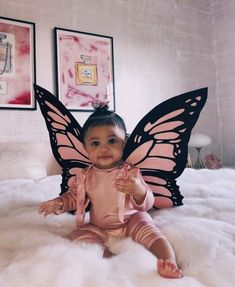 Stormi Webster is Kylie Jenner's baby girl. For Halloween she dressed up as an adorable pink butterfly. Find the best pink butterfly costumes for babies. Kylie Jenner Baby, Looks Kylie Jenner, Estilo Kylie Jenner, Kyle Jenner, Kendall Jenner Outfits, Kardashian Jenner, Kylie Baby, Cute Baby Girl, Cute Babies