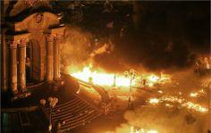 Polisle çatışan Ukraynalı göstericiler Bağımsızlık Meydanı'nı ele geçirirken, AB bakanları Kiev'i terk etti.