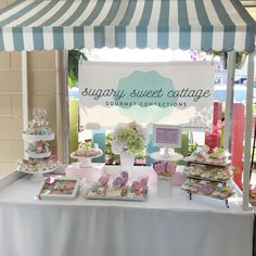 pop up bakery ideas Bake Sale Displays, Cake Pop Displays, Vendor Displays, Craft Booth Displays, Market Displays, Cookie Display, Bakery Display, Cupcake Display, Vendor Table