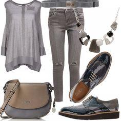 a07a407e13a6f Jeans slim con piccoli strappi all altezza del ginocchio