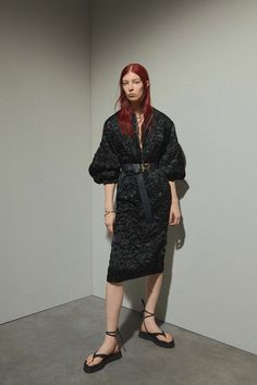 Rochas Resort 2020 collection, runway looks, beauty, models, and reviews.