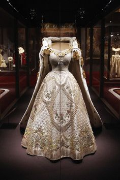 Queen's 1953 Coronation gown