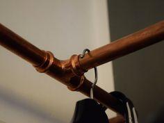 Möbel und Accessoires, die man aus Heizungsrohren aus Kupfer selbst bauen kann - mit DIY Anleitung für eine Garderobe aus Kupferrohren