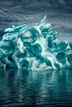 Photographer Captures Greenland's Icebergs In Breathtaking Photos - DesignTAXI.com