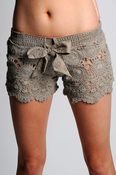 Make lace fabric ones - Crochet shorts - free pattern! I honestly think these would make cute pajama shorts. Mode Crochet, Diy Crochet, Crochet Crafts, Crochet Projects, Unique Crochet, Crochet Shorts Pattern, Crochet Patterns, Short Tejidos, Diy Vetement