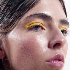yellow eye make up