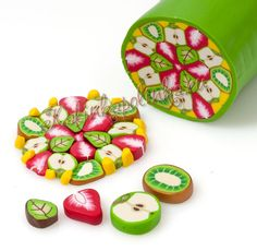 Avec canes de fruits individuelles - Canes fimo : http://www.creactivites.com/185-canes-fimo-nail-art
