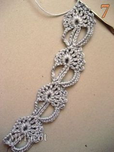 tutorial 7. Work next lace motifs like second until you get desired length. Now I''ve got 4 lace motifs and I''d like to finish it.