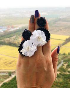 Día para dar gracias y celebrar que estamos vivos, que tenemos la dicha de ver un nuevo día... #enfemeninoaccesoriospty #panama #thanksgivingday #accessoriesoftheday #jewelrydesigner Boho Jewelry, Jewelry Design, Earrings Handmade, Handmade Jewelry, How To Make Earrings, Beautiful Hands, Gemstone Rings, Photo And Video, Beads