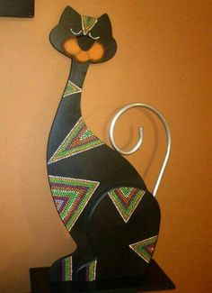 Gatos en madera puntillismo - Imagui Wood Crafts, Diy And Crafts, Arts And Crafts, Arte Country, Wooden Cat, Alley Cat, Mandala Dots, Wood Cutouts, Dot Painting
