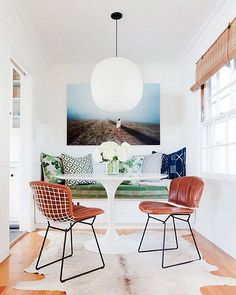 Find breakfast nook furniture ideas and buy new decor items on domino. Domino shares breakfast nook furniture ideas for your kitchen area. Design Eclético, House Design, Design Ideas, Design Trends, Loft Design, Design Styles, Dining Nook, Dining Room Design, Dining Chairs