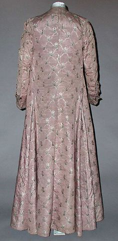 1760 Banyan-back view showing pleating / Met 1976.149.1