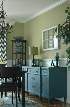 A dining room update with a few vintage finds and spring flowers.