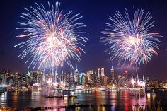 The biggest fireworks show in the whole United States is in #NYC on the 4th of July. It totally makes all the heat worth it. http://www.buzzfeed.com/newyorkhabitat/21-reasons-why-new-york-is-the-best-during-summer-ruua