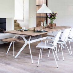 Slimm | #slimm #eetkamertafel #bodilson #kokwooncenter #happinessishomemade Happiness Is Homemade, Mesa Oval, Dining Area, Dining Table, Living Spaces, Living Room, Round Corner, My Dream Home, Interior Inspiration
