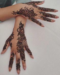 Pretty Henna Designs, Henna Tattoo Designs Simple, Floral Henna Designs, Arabic Henna Designs, Bridal Henna Designs, Mehndi Designs For Girls, Unique Mehndi Designs, Mehndi Design Images, Mandala Tattoo Design