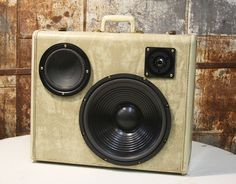 Case Of Bass Vintage Suitcase Boombox (6)