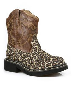 Little cowgirls will feel like the stylish new sheriff in town in these adorably stitched boots. The leopard print accents and easy pull-on design make for a snazzy look from sunup to sundown.