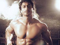 Vidyut Jammwal just burned the ramp and broke the hotness meter with this one act. Take a look.