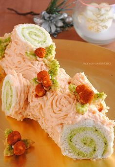 tronchetto salato al salmone e pistacchi, senza cottura Vegan Recipes 4 Ingredients, Vegan Recipes Easy, Appetizer Salads, Yummy Appetizers, Antipasto, Cake Roll Recipes, Food Carving, Party Finger Foods, Xmas Food