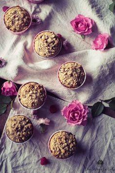 Malinovo-banánové muffiny (Raspberry banana muffins) | The Story of a Cake Sour Cream, Yogurt, Ale, Raspberry, Muffins, Eggs, Journal, Food, Muffin